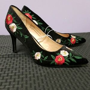 A new day embroidered rose black 3 inch heel NWOB